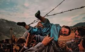 Carol Guzy, Albanian refugee camp, March 3rd 1999, Kukes, Albania