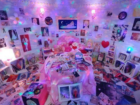 Sylvie Vartan's fan bedroom