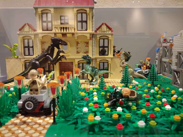 Jurassic Park, 7 617 Lego bricks